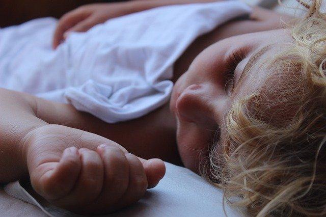 Éjszakai magömlés – hogyan világosítsuk fel fiunkat?