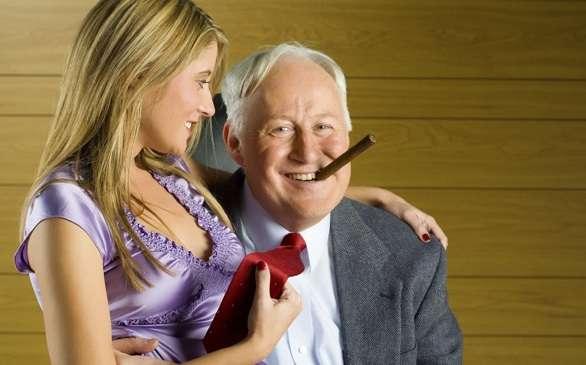 egy férfi felállítása 60 évesen mit lehet tenni a péniszen