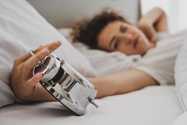 ébredjen fel a reggeli erekcióból)