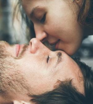 a srácok erekciót kapnak csók közben